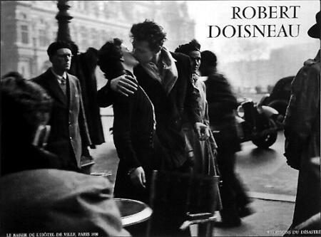 doisneau-robert-le-baiser-de-lhotel-de-ville-paris-1950-78000311